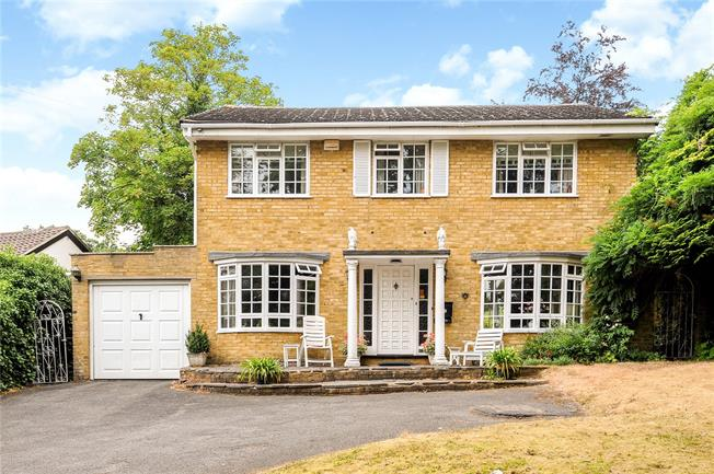 Asking Price £875,000, 4 Bedroom Detached House For Sale in Claygate, KT10