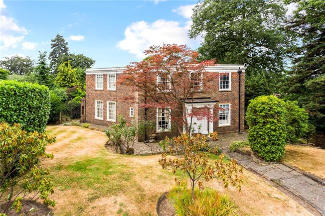 Guide Price £1,750,000, 4 Bedroom Detached House For Sale in Esher, KT10