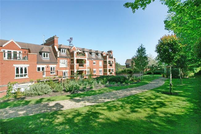 Asking Price £1,100,000, 2 Bedroom Flat For Sale in Esher, KT10