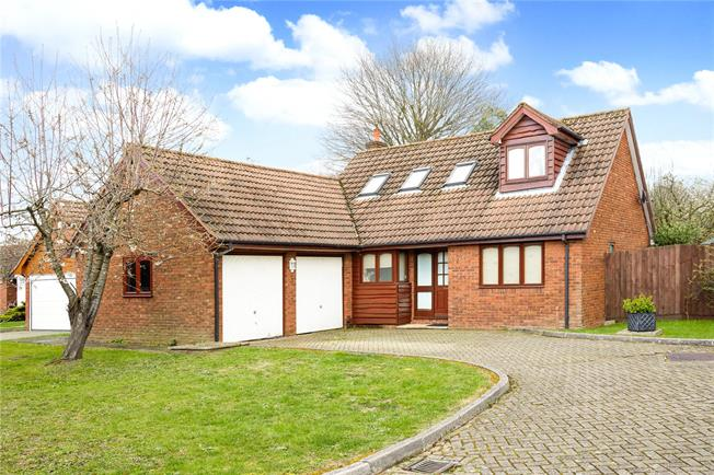 Asking Price £650,000, 4 Bedroom Detached House For Sale in Bookham, KT23