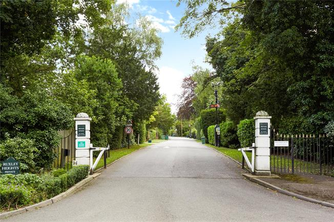 Asking Price £1,395,000, 6 Bedroom Detached House For Sale in Esher, Surrey, KT10