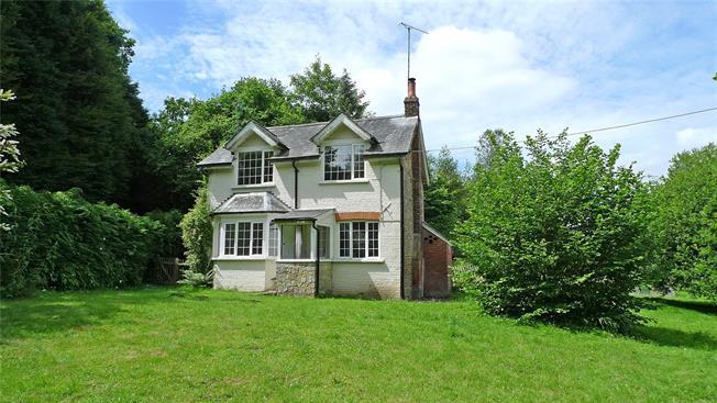 Guide Price £595,000, 2 Bedroom Detached House For Sale in Farnham, Surrey, GU10