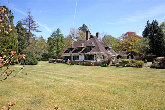 Guide Price £1,850,000, 6 Bedroom Detached House For Sale in Farnham, Surrey, GU10