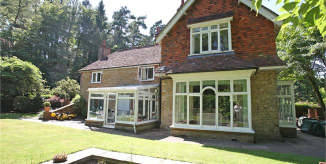 Guide Price £750,000, 3 Bedroom Semi Detached House For Sale in Churt, Farnham, GU10