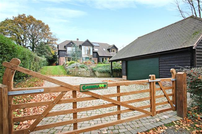 Guide Price £1,395,000, 5 Bedroom Detached House For Sale in Churt, GU10