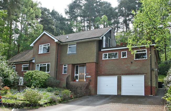 Guide Price £800,000, 5 Bedroom Detached House For Sale in Lower Bourne, GU10