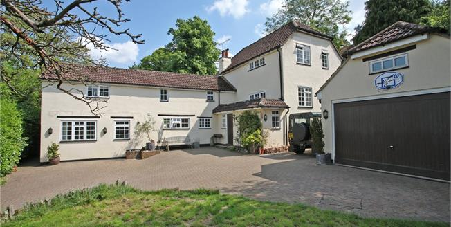 Guide Price £1,150,000, 5 Bedroom Detached House For Sale in Wrecclesham, GU10