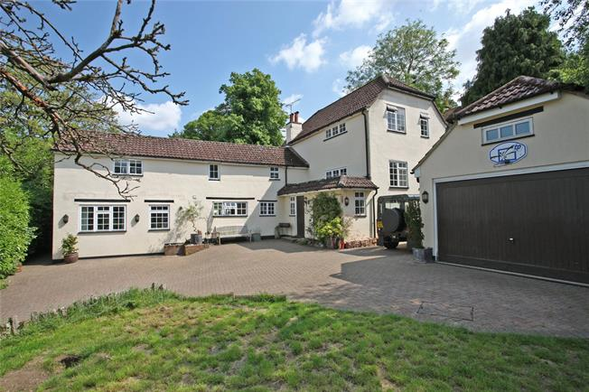 Guide Price £1,195,000, 5 Bedroom Detached House For Sale in Wrecclesham, GU10