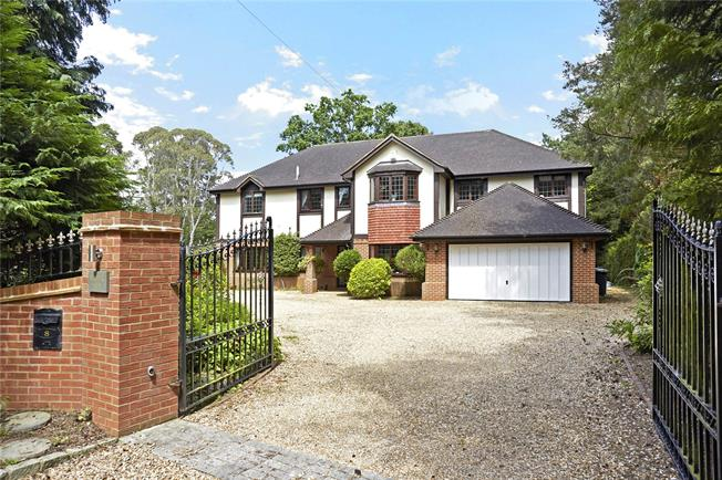 Guide Price £1,595,000, 6 Bedroom Detached House For Sale in Farnham, GU10