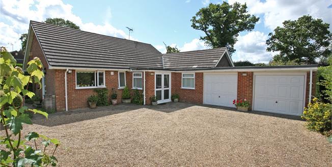 Guide Price £675,000, 3 Bedroom Bungalow For Sale in Farnham, Surrey, GU10