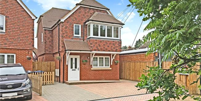 Guide Price £590,000, 3 Bedroom Detached House For Sale in Farnham, Surrey, GU10