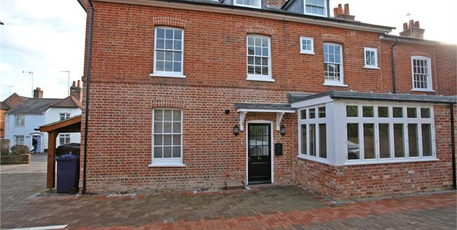 Guide Price £565,000, 3 Bedroom Flat For Sale in Surrey, GU9
