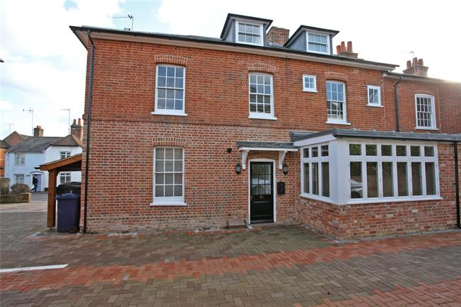 Guide Price £545,000, 3 Bedroom Flat For Sale in Surrey, GU9