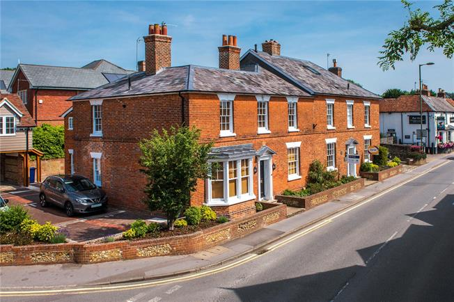 Guide Price £495,000, 3 Bedroom Flat For Sale in Surrey, GU9