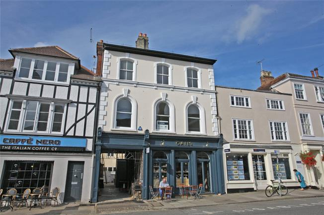 Guide Price £595,000, 3 Bedroom Flat For Sale in Farnham, Surrey, GU9