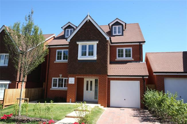 Guide Price £684,995, 4 Bedroom Detached House For Sale in Ash Green, Surrey, GU12