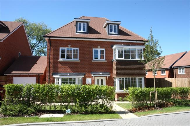 Guide Price £699,995, 4 Bedroom Detached House For Sale in Ash Green, Surrey, GU12