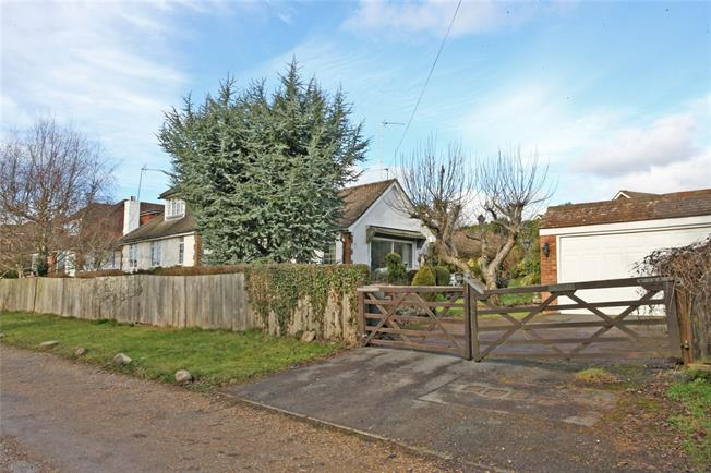 Asking Price £650,000, 2 Bedroom Bungalow For Sale in Farnham, GU9
