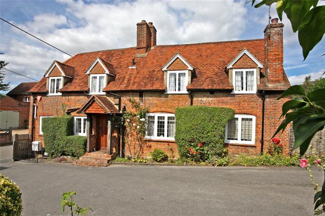 Guide Price £835,000, 3 Bedroom Detached House For Sale in Farnham, Surrey, GU10