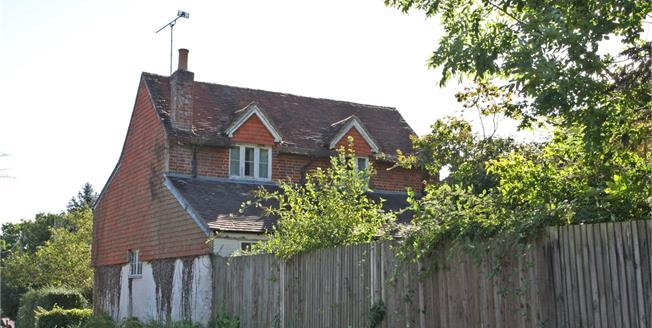 Guide Price £599,950, 3 Bedroom Detached House For Sale in Dockenfield, GU10