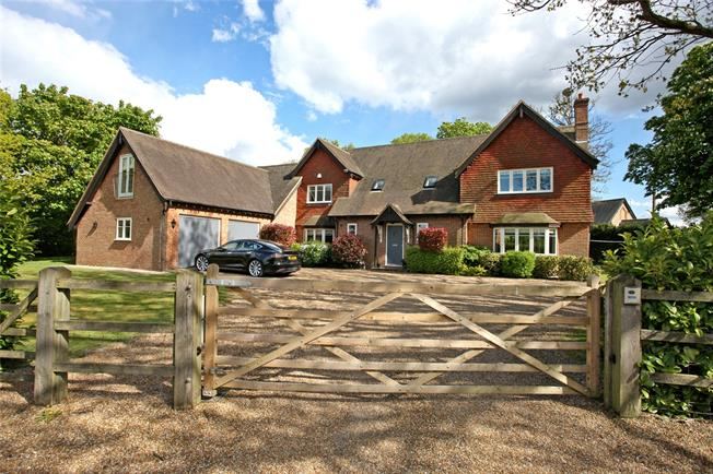Guide Price £1,400,000, 5 Bedroom Detached House For Sale in Churt, GU10