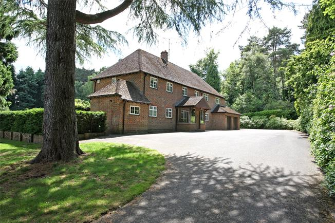 Guide Price £1,395,000, 4 Bedroom Detached House For Sale in Tilford, GU10