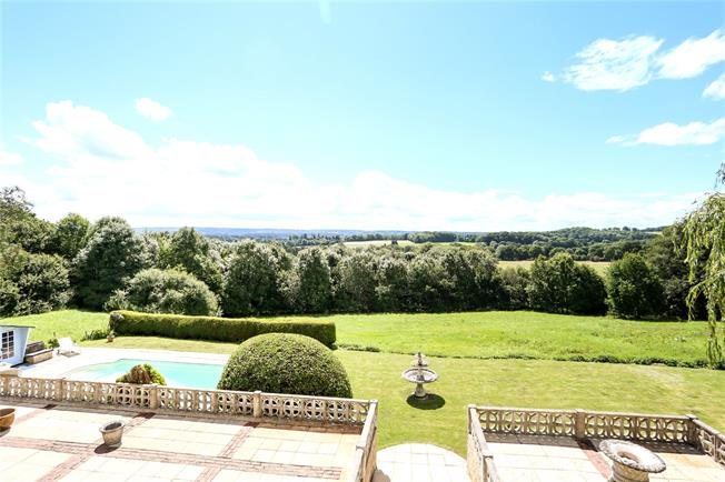 Guide Price £2,250,000, 6 Bedroom Detached House For Sale in Frensham, GU10