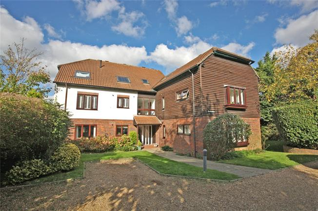Asking Price £200,000, 1 Bedroom Flat For Sale in Farnham, GU9