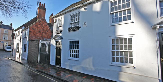 Guide Price £275,000, 1 Bedroom Terraced House For Sale in Farnham, GU9