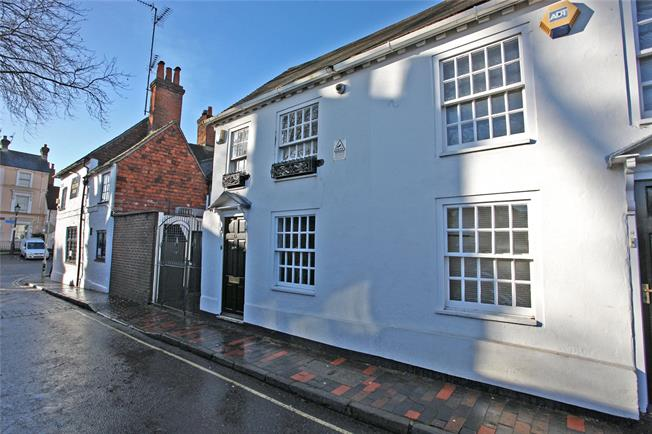 Guide Price £275,000, 1 Bedroom Terraced House For Sale in Farnham, GU9