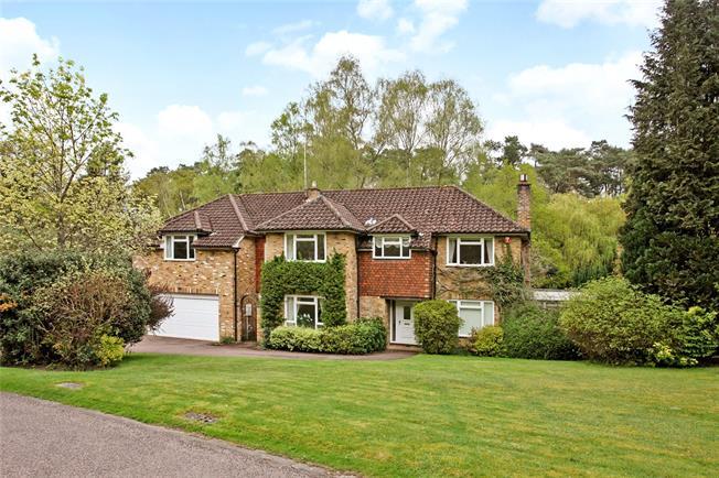 Guide Price £995,000, 5 Bedroom Detached House For Sale in Churt, GU10