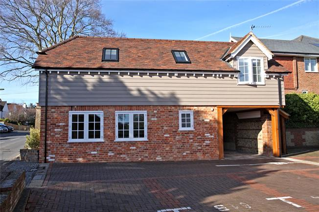 Guide Price £355,000, 1 Bedroom Detached House For Sale in Surrey, GU9