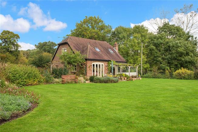 Guide Price £749,950, 3 Bedroom Detached House For Sale in Surrey, GU10