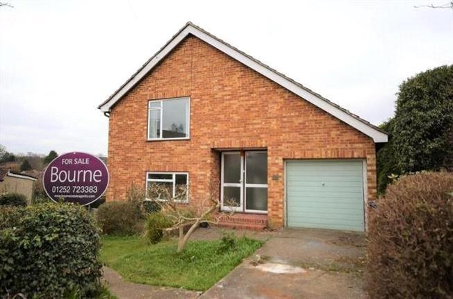 Guide Price £475,000, House For Sale in Farnham, GU9