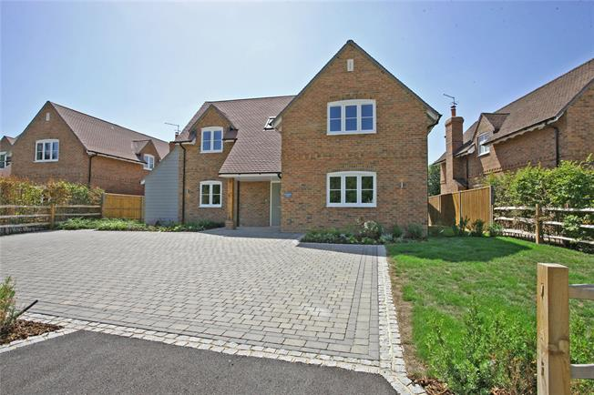 Guide Price £925,000, 4 Bedroom Detached House For Sale in Odiham, RG29