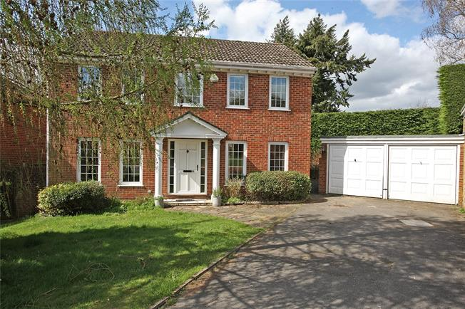 Guide Price £650,000, 4 Bedroom Detached House For Sale in Churt, GU10