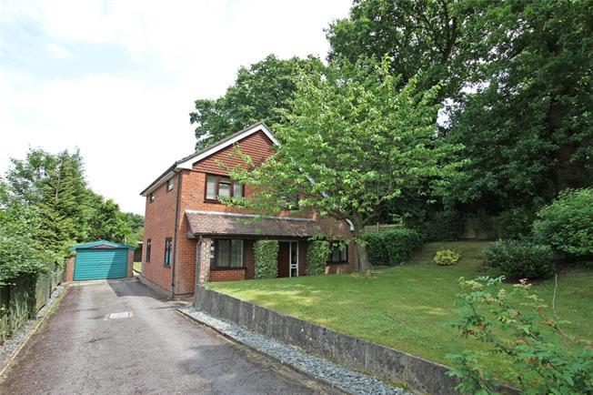 Guide Price £725,000, 5 Bedroom Detached House For Sale in Farnham, Surrey, GU10