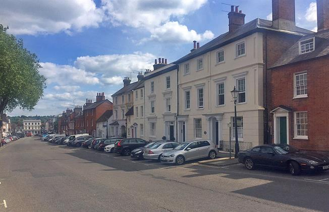 Guide Price £435,000, 2 Bedroom Flat For Sale in Surrey, GU9