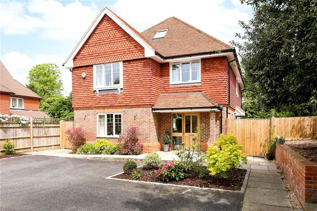 Guide Price £1,095,000, 5 Bedroom Detached House For Sale in Surrey, GU9