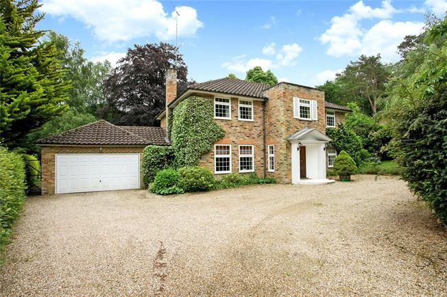 Guide Price £1,195,000, 5 Bedroom Detached House For Sale in Churt, GU10