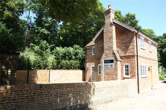 Guide Price £395,000, 2 Bedroom Detached House For Sale in Surrey, GU9