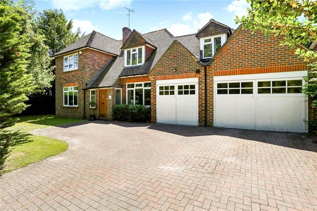 Asking Price £1,150,000, 5 Bedroom Detached House For Sale in Surrey, GU9