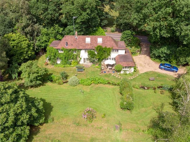 Asking Price £1,400,000, 3 Bedroom Detached House For Sale in Farnham, Surrey, GU10