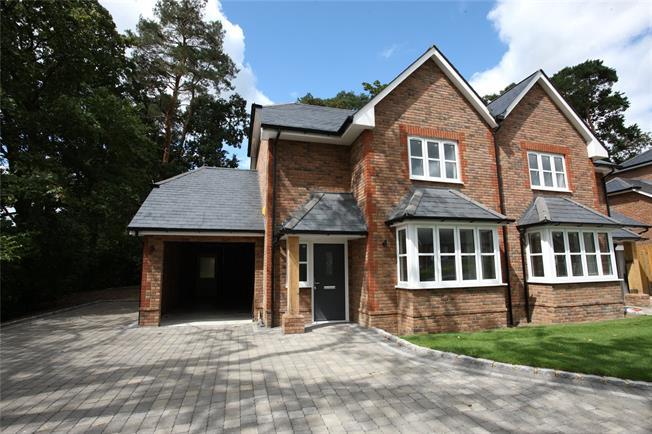 Guide Price £765,000, 3 Bedroom Semi Detached House For Sale in Farnham, Surrey, GU10