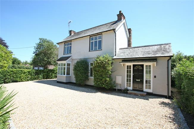 Guide Price £825,000, 3 Bedroom Detached House For Sale in Farnham, GU10