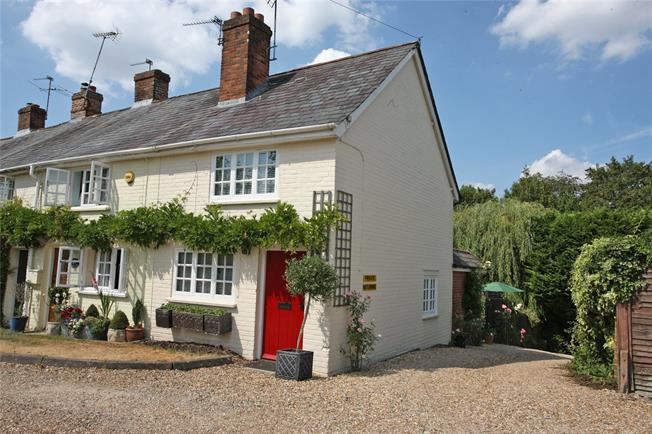 Guide Price £350,000, 2 Bedroom Terraced House For Sale in Hook, Hampshire, RG29
