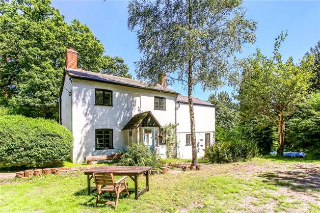 Guide Price £760,000, 4 Bedroom Detached House For Sale in Farnham, Surrey, GU10