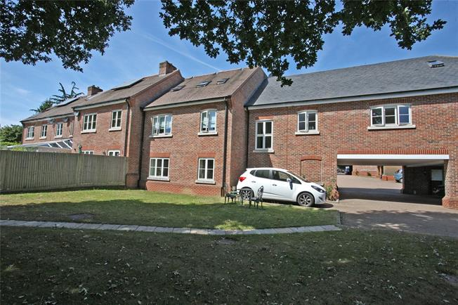 Guide Price £419,950, 2 Bedroom Flat For Sale in Farnham, GU9