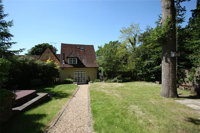 Guide Price £575,000, 2 Bedroom Town House For Sale in Seale, GU10