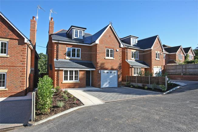 Guide Price £895,000, 5 Bedroom Detached House For Sale in Rowledge, GU10